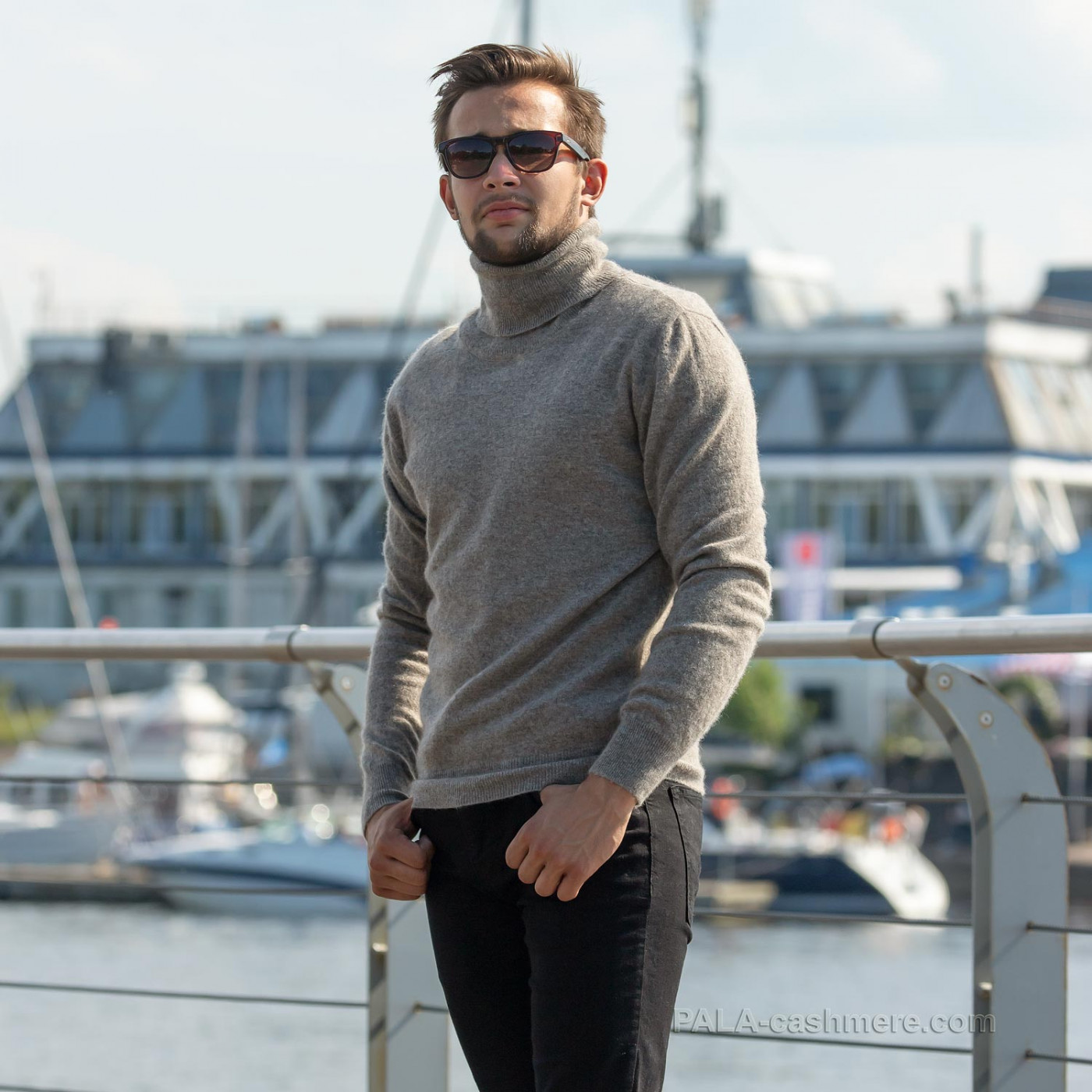 Серый свитер шерсть яка с горлом