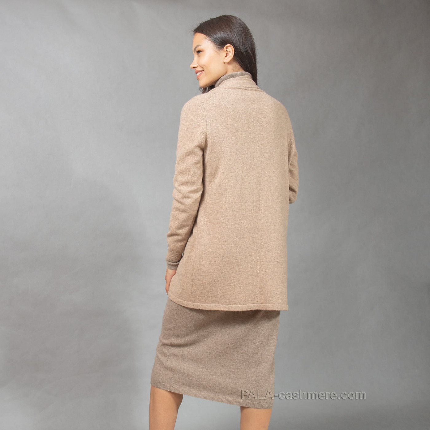 Cashmere cardigan with clasp