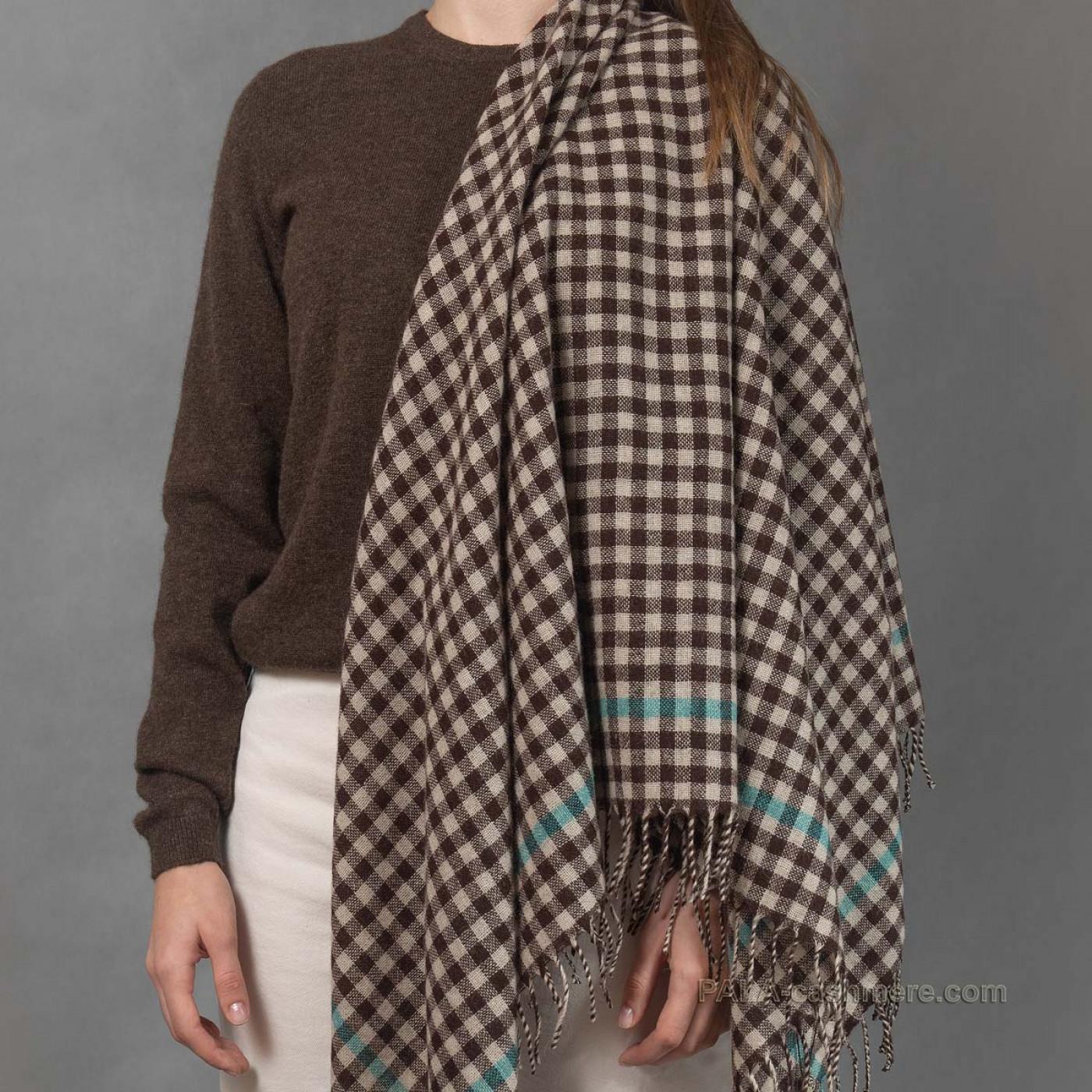 Шерстяной платок с кисточками
