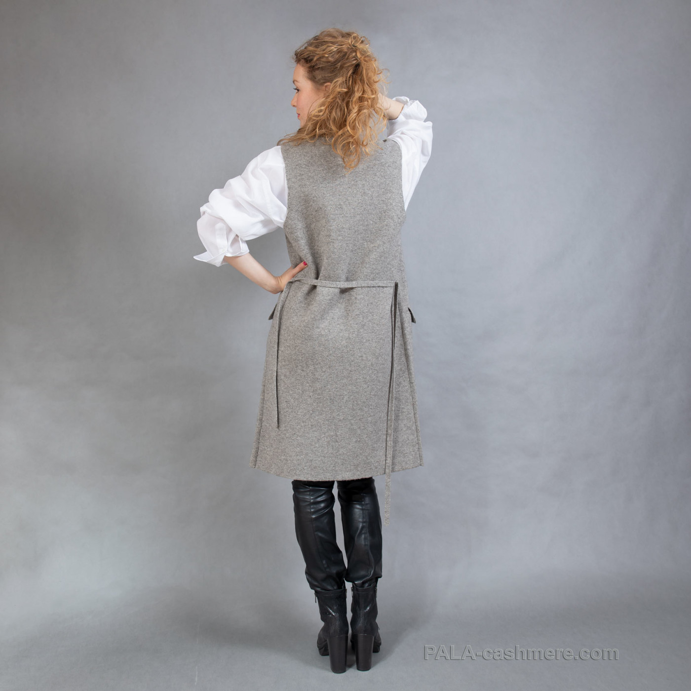 Женский длинный кардиган-жилет