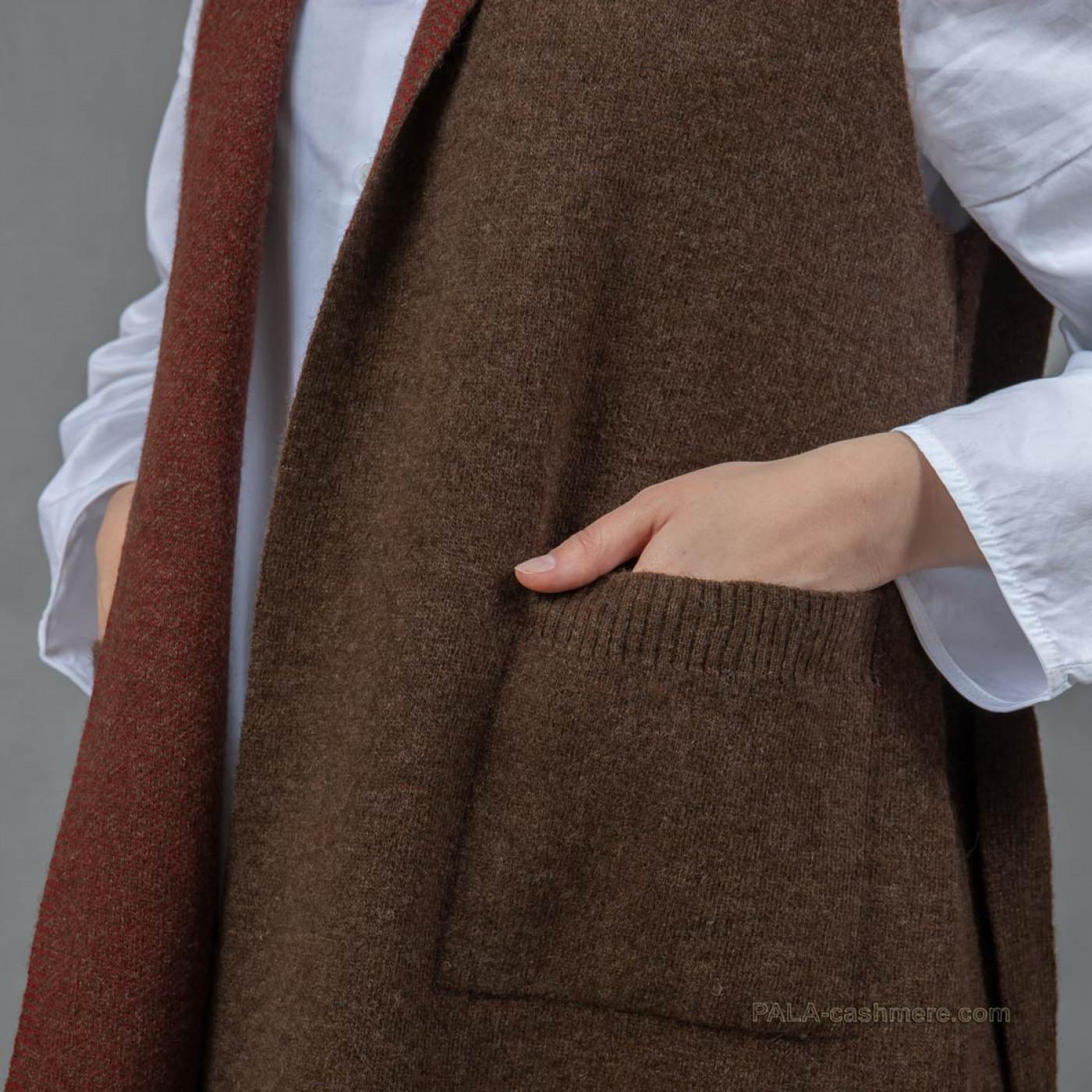 Женский двухцветный жилет из шерсти ягнят