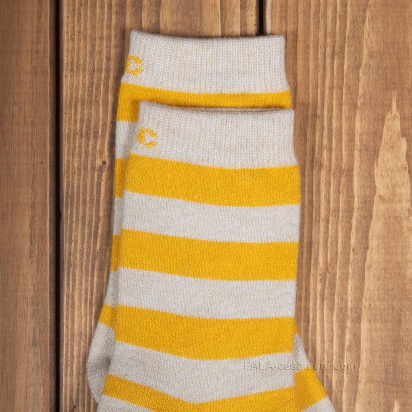 Желтые носки в полоску