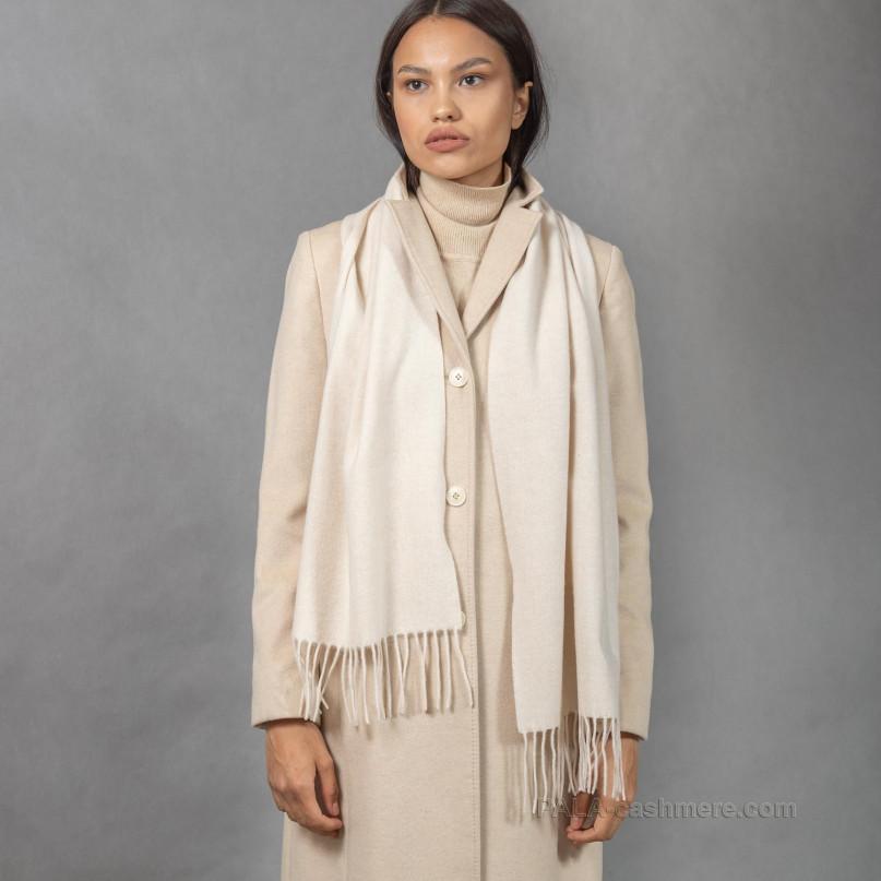 Кашемировый шарф с кистями белого цвета