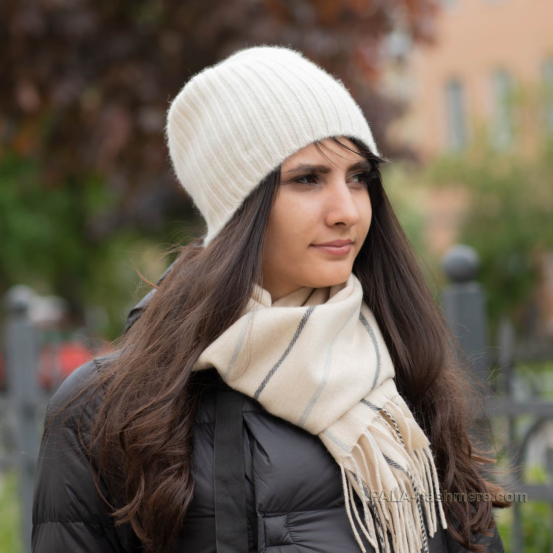 Кашемировая шапка белая