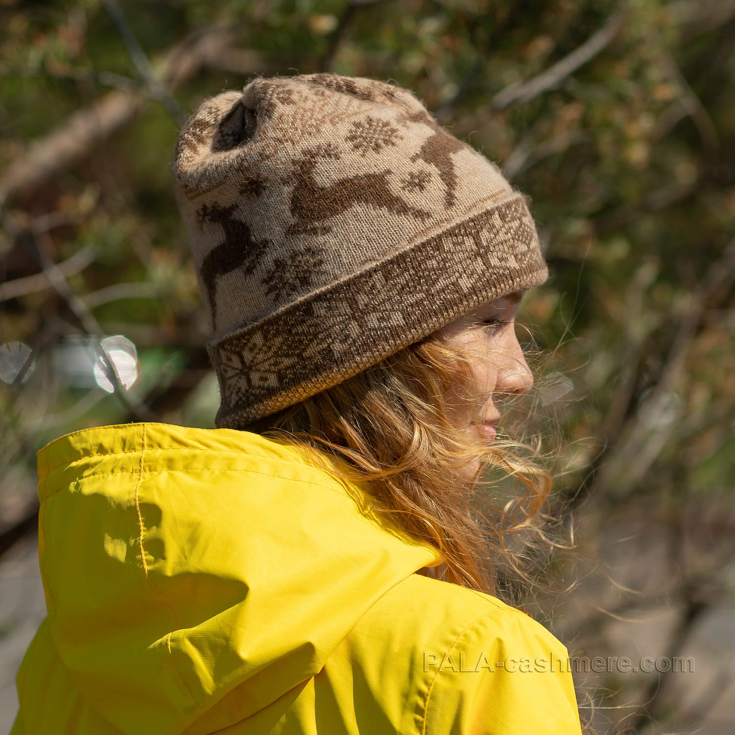"""Camel wool hat with a """"deer"""" pattern"""