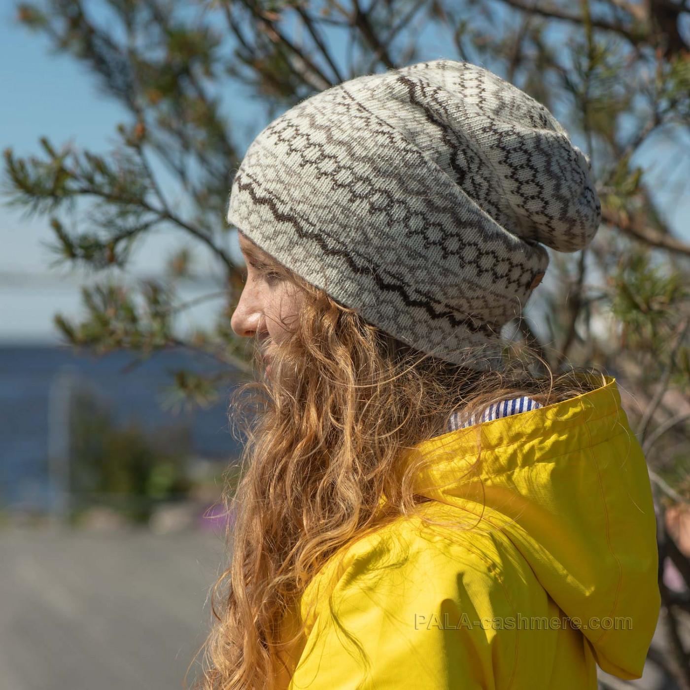 Шерстяная шапка с орнаментом
