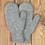 Grey mittens made of wool