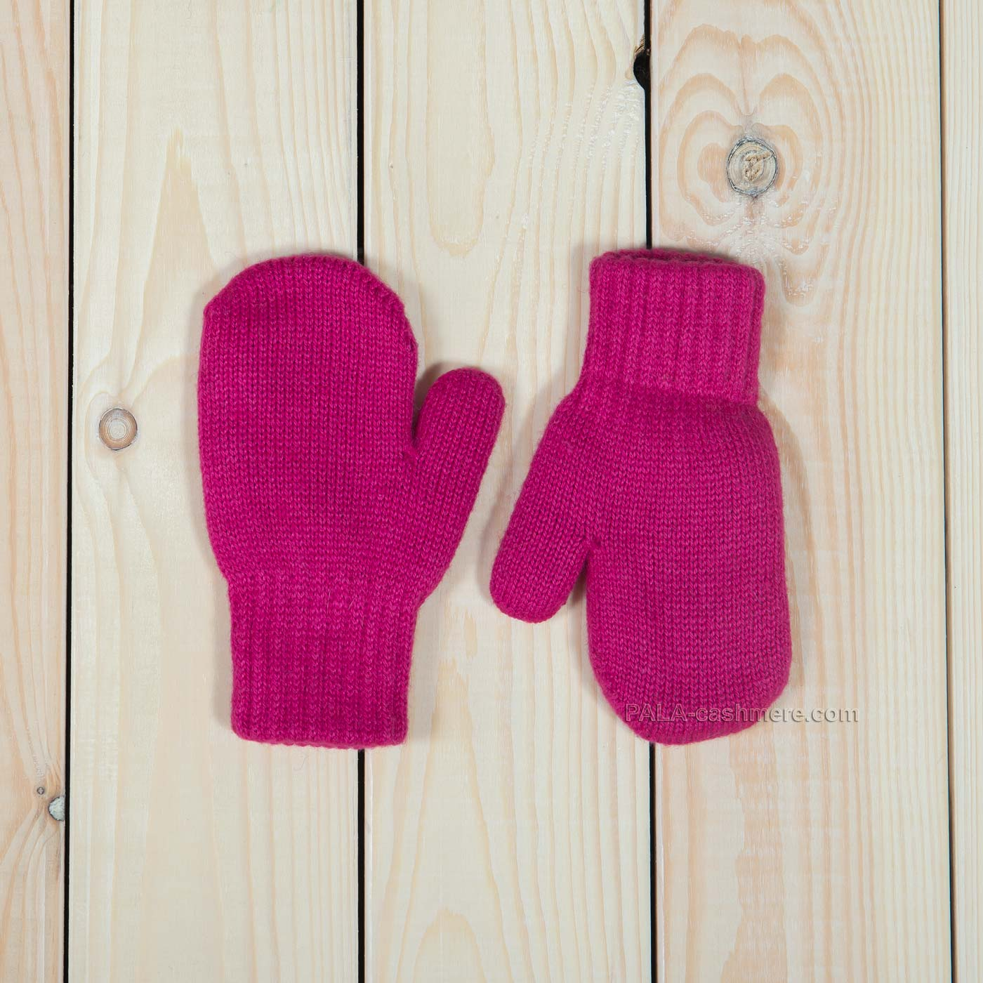 Mittens of lamb wool for children