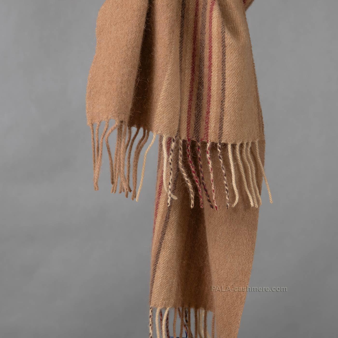 Тканый шарф из верблюжьей шерсти