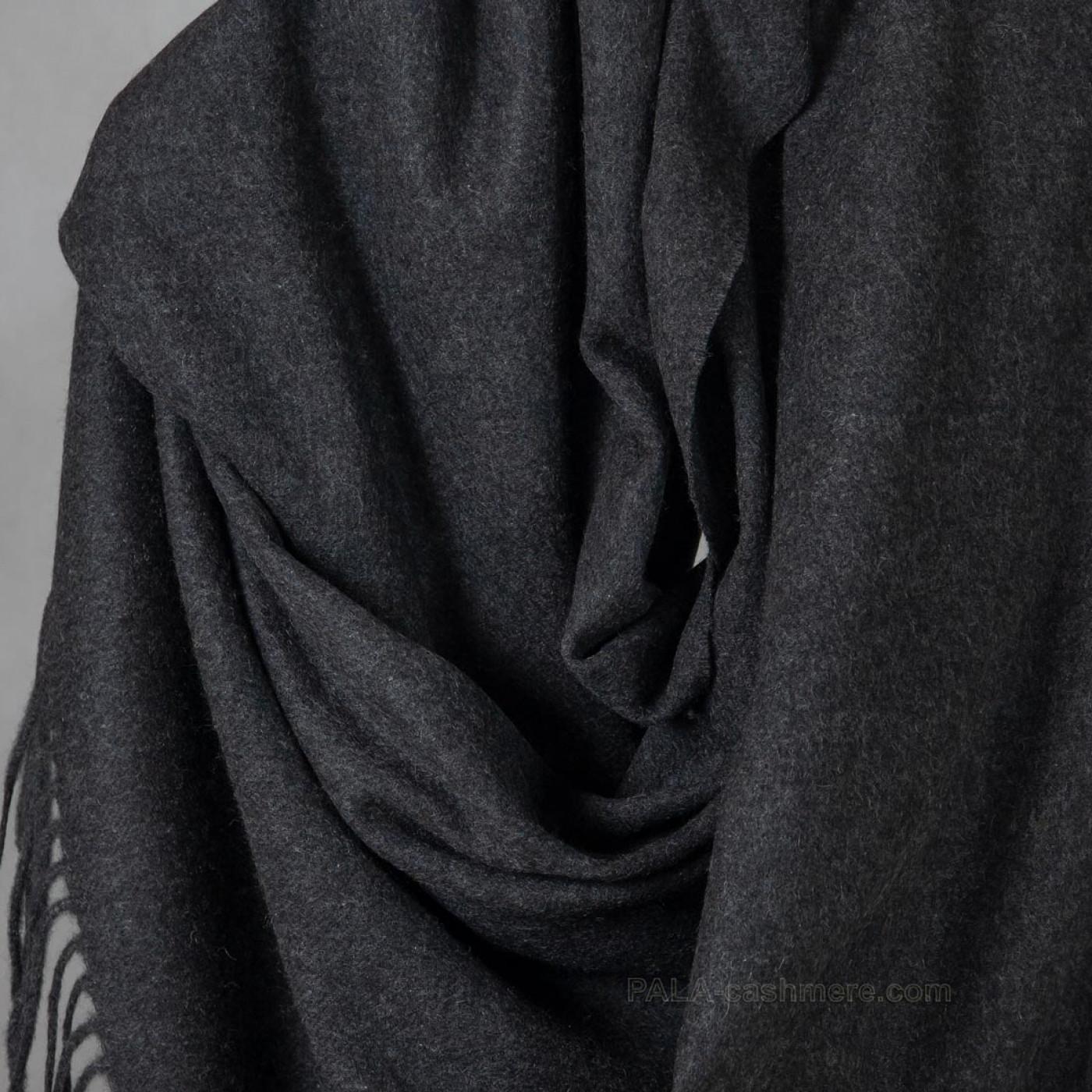 Кашемировый палантин темно-серый