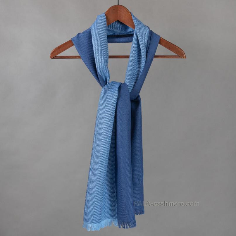 Голубой шарф из шерсти