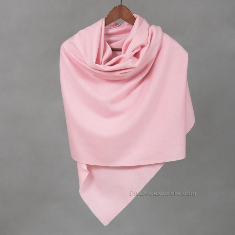 Розовый палантин из кашемира