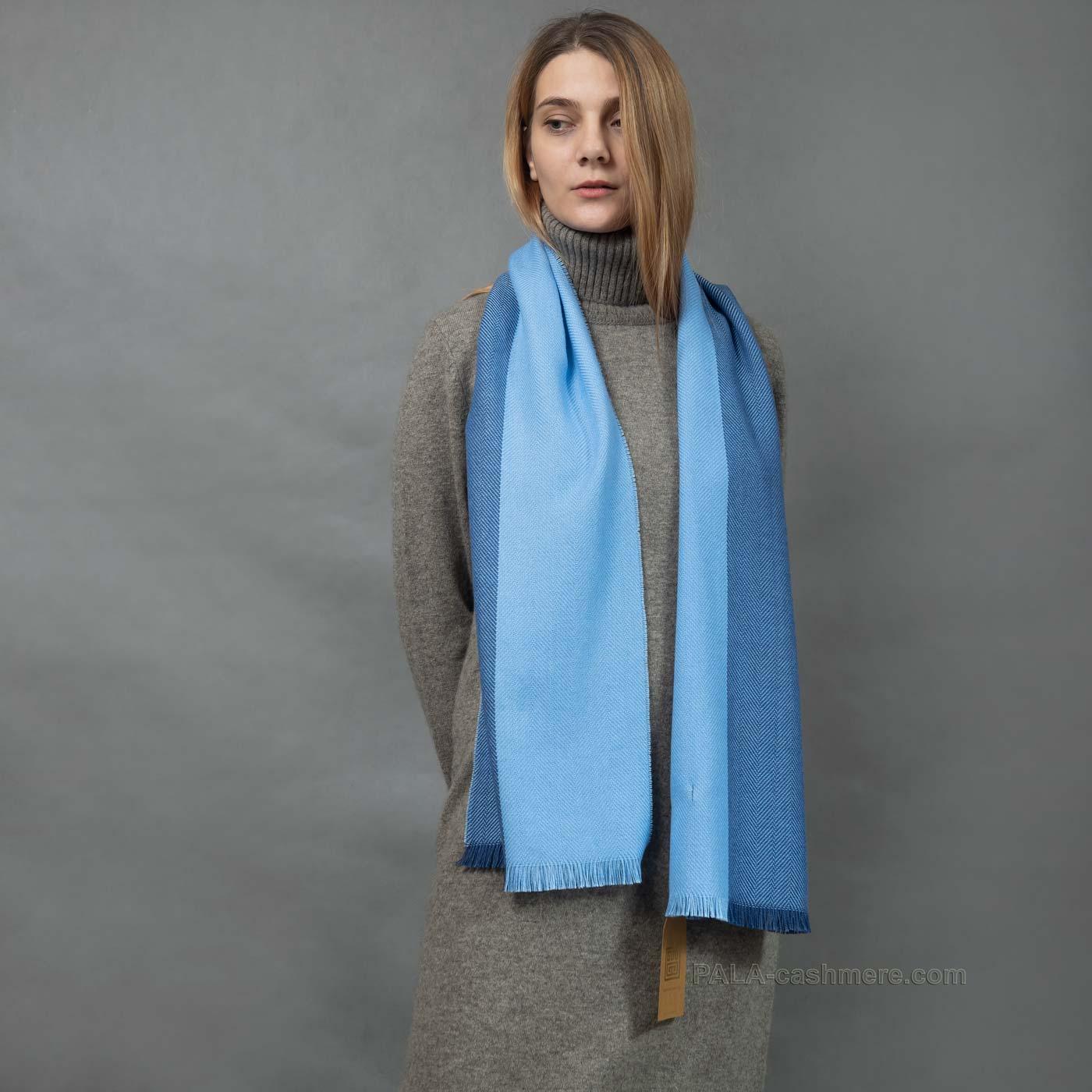 Двухцветный шарф из шерсти ягнят