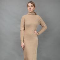 Светлое платье с горлом верблюжья шерсть