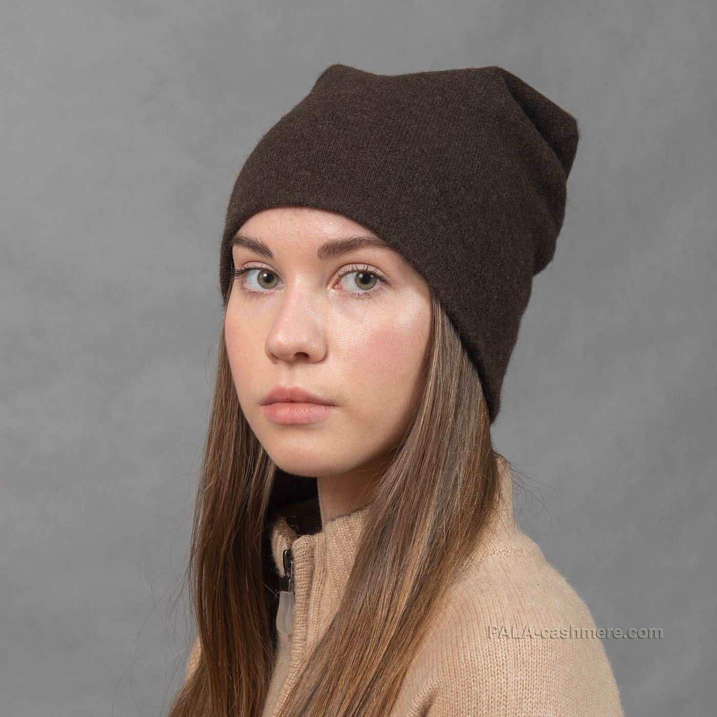 Однотонная шапка из пуха яка