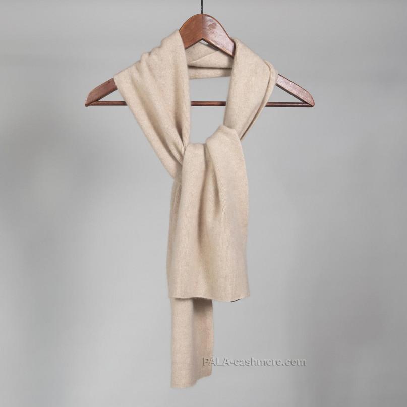 Вязаный светлый кашемировый шарф