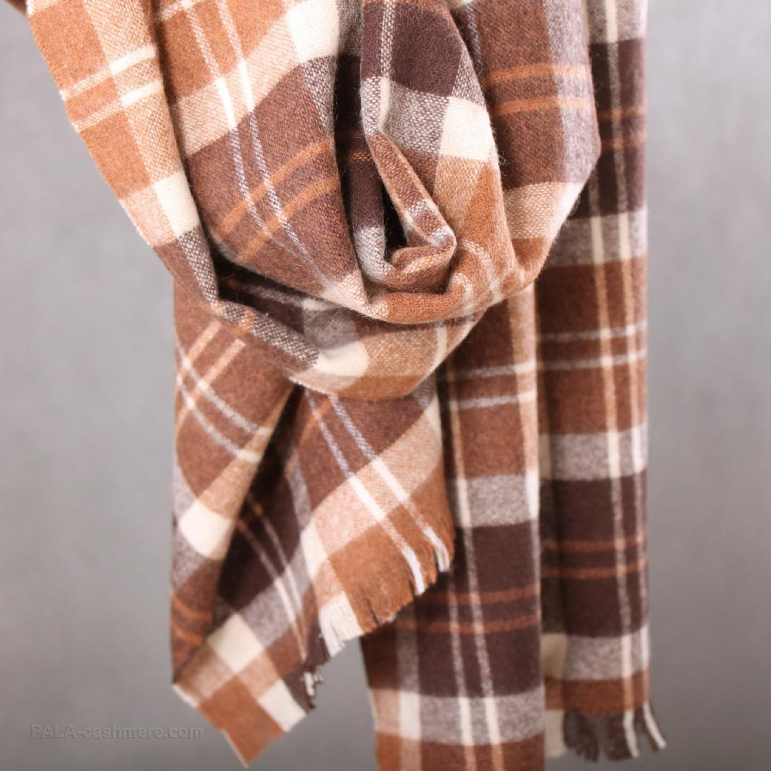 Scarf cashmere in a cage (brown, white)