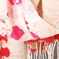 """Wool shawl with an abstract pattern of """"flowers"""""""