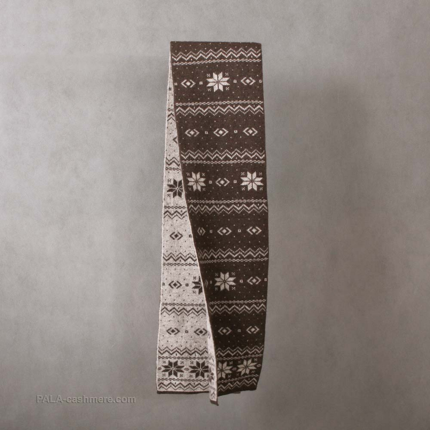 """Yak wool scarf with a pattern of """"snowflake"""""""