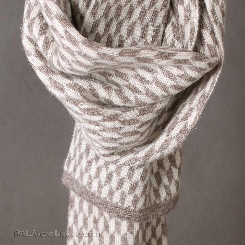 Yak wool scarf with rhomb ornament