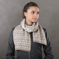 """Scarf made of wool with a pattern of """"houses"""""""