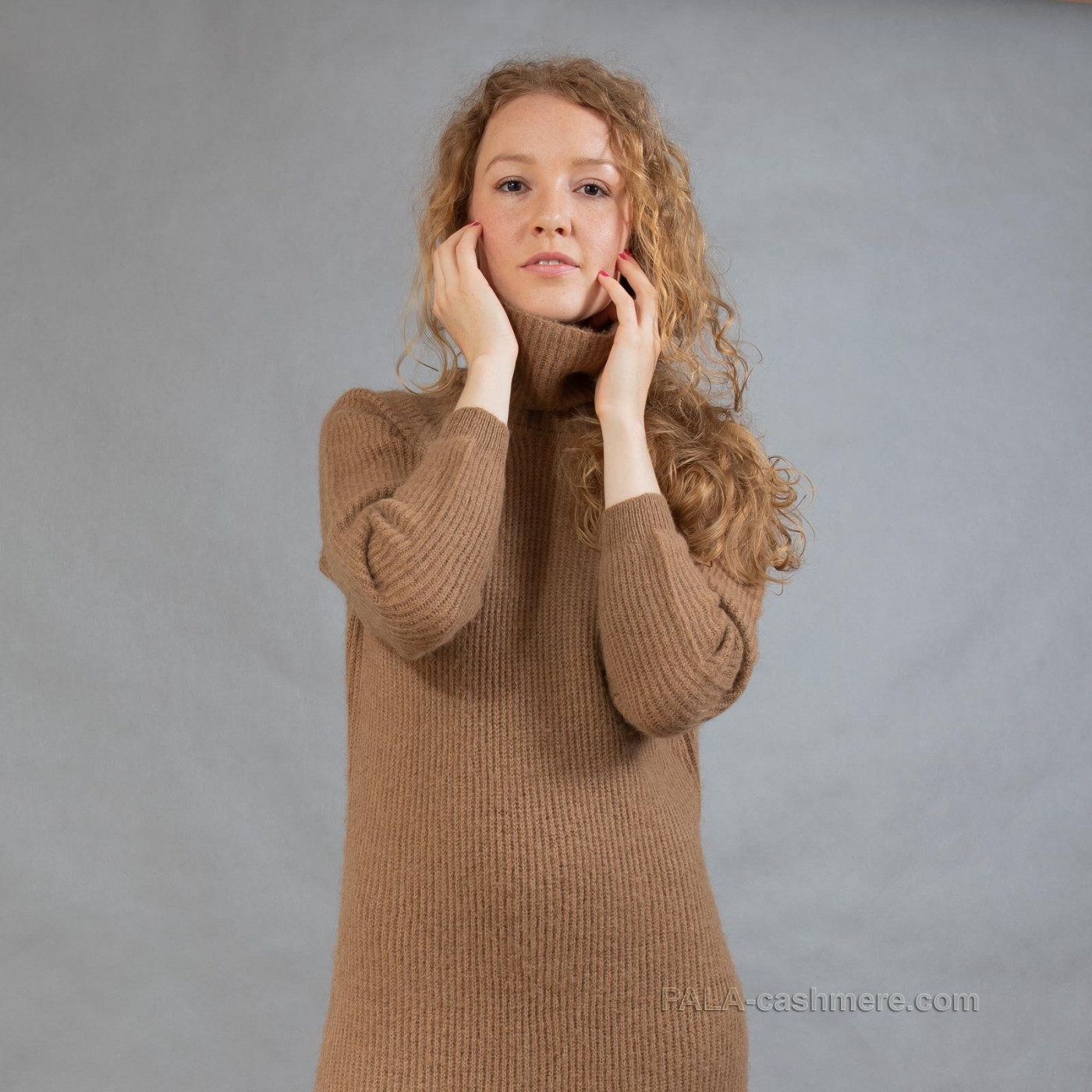 Платье верблюжья шерсть с горлом