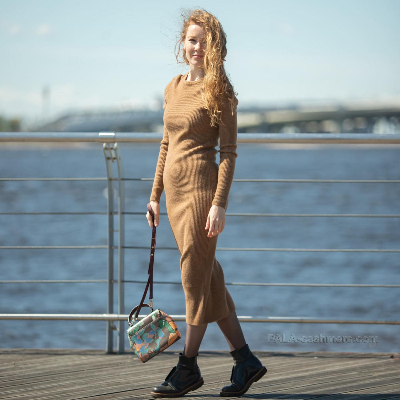 "Dress of camel wool knitting ""noodles"""