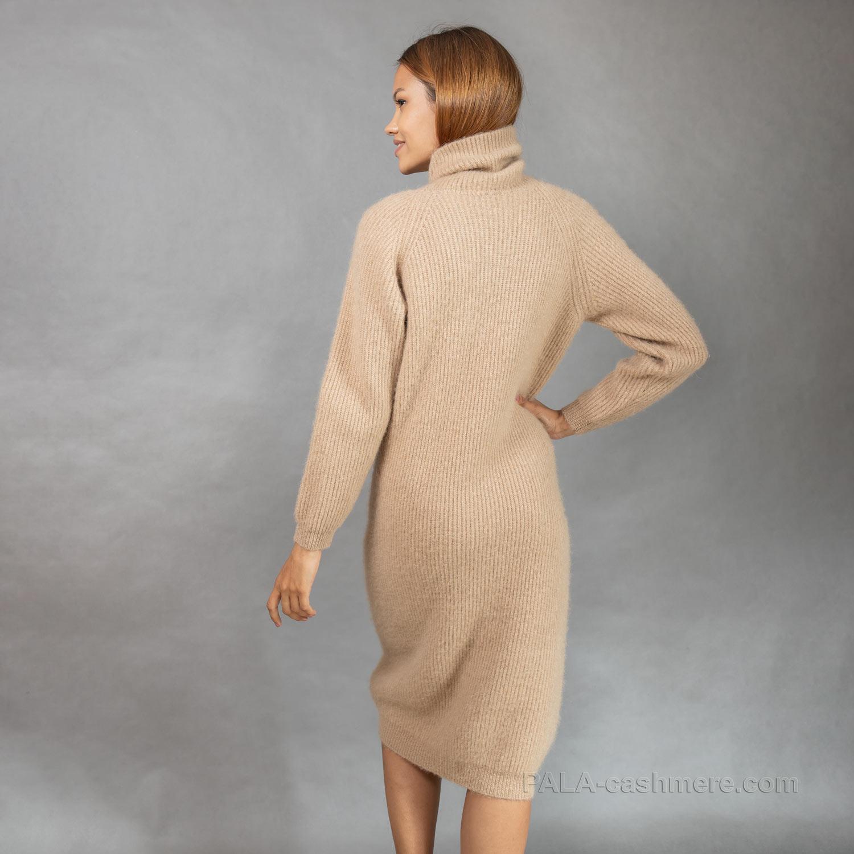 Платье из верблюжьей шерсти с горлом светлое
