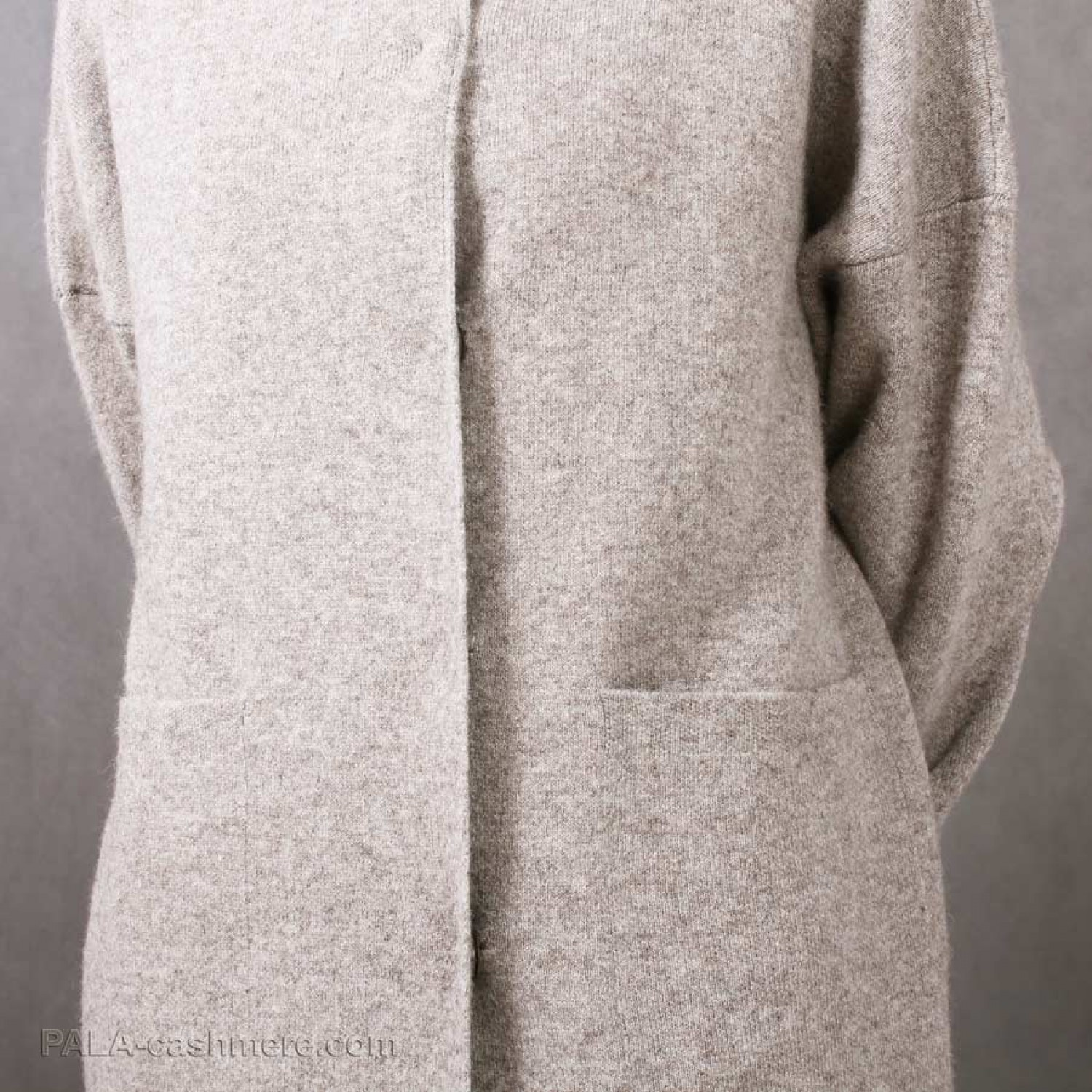 Women's coat of yak and sheep's wool on buttons