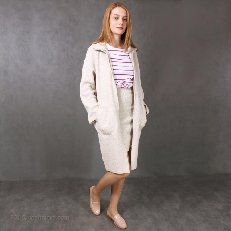 Пальто трикотажное на молнии